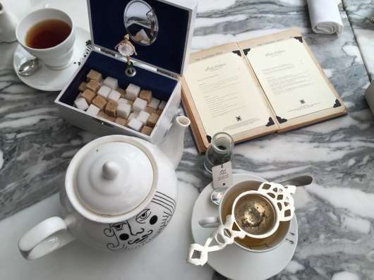 Alice-in-wonderland-table